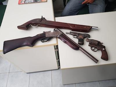 Polícia prende pelo menos 03 pessoas com armas e drogas na tarde desta sexta (13), em Farias Brito.