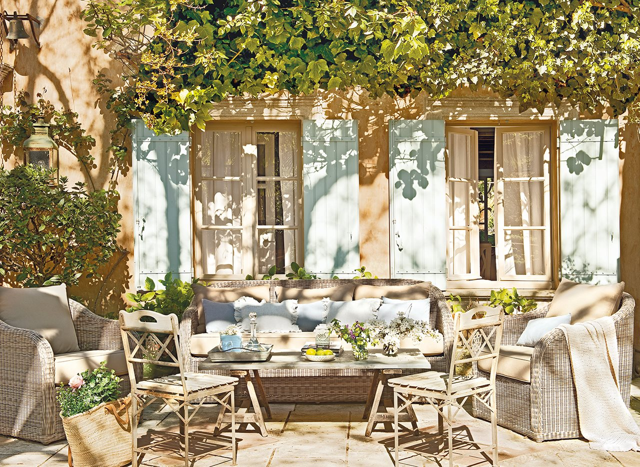 A country house in Provence with an exquisite decoration