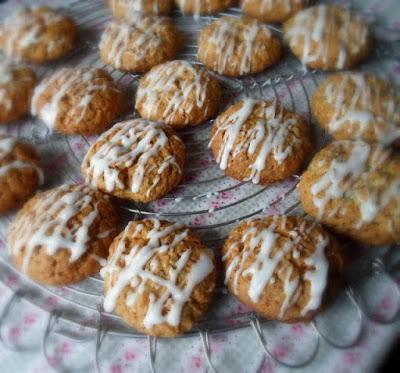 Apricot, Oat & Walnut Cookies