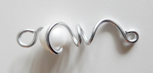 DIY : boucles d'oreilles fil d'aluminium et perle