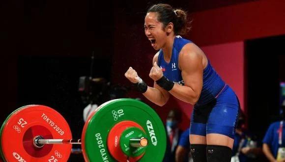 Hidilyn Diaz le da la primera medalla de oro a Filipinas