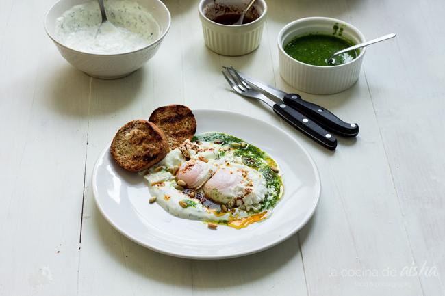 çilbir-huevos-turcos