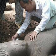 В Камбодже археологи выявили двухметровую статую демона-охранника