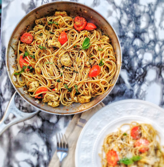 Pasta with chicken and grape tomatoes