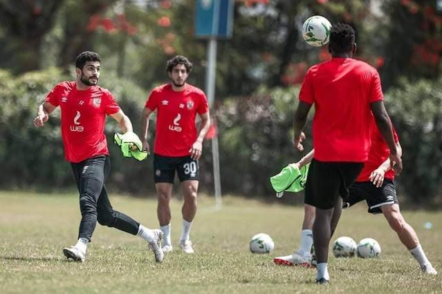 «موسيماني» يطمئن على «أيمن أشرف».. واللاعب يشارك في المران كاملًا