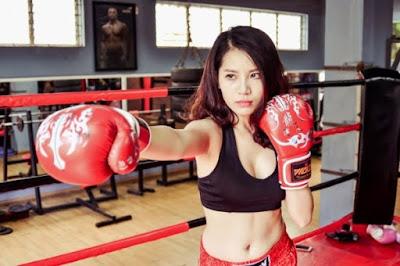 sử dụng găng tay đấm bốc trong tập luyện
