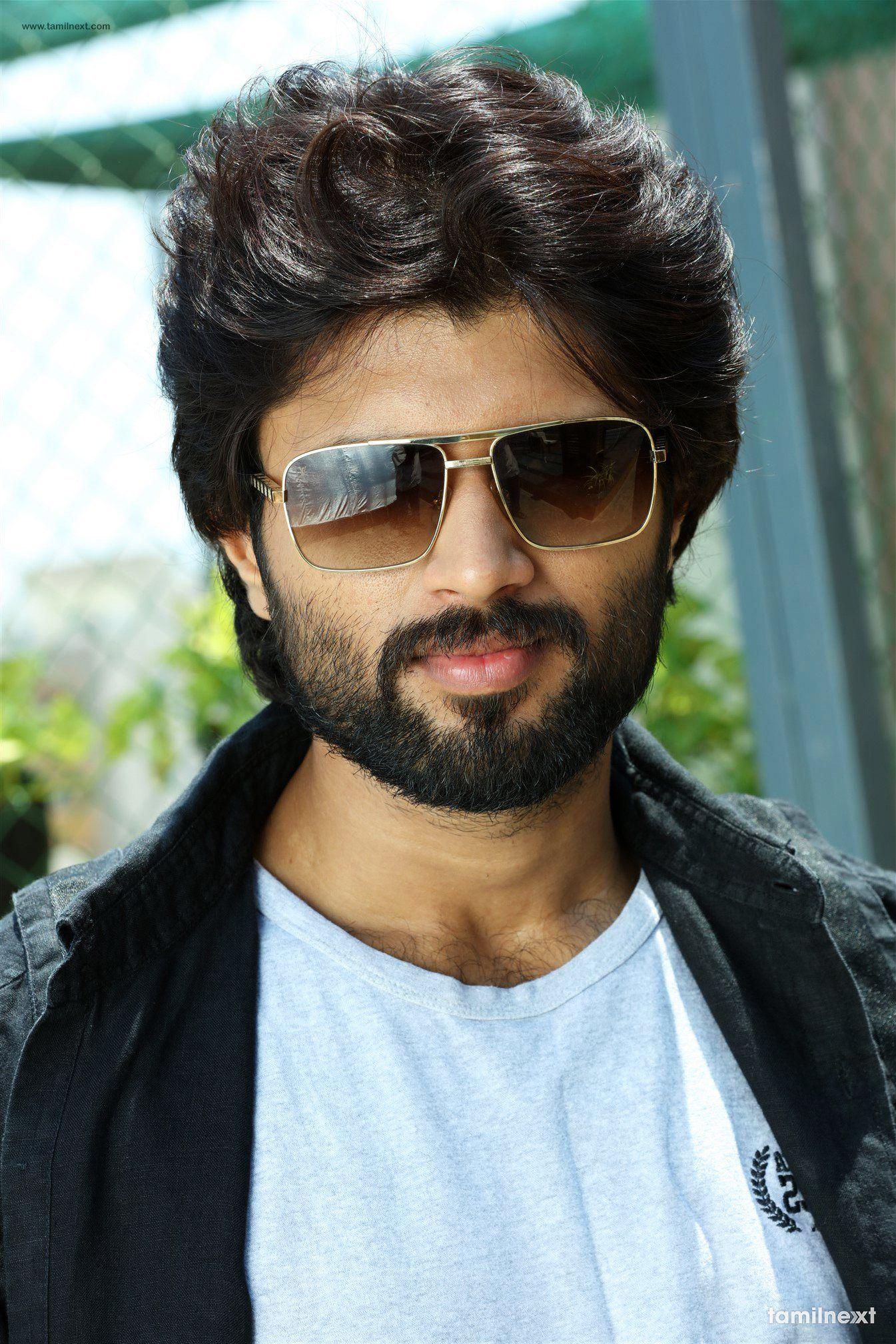 Vijay Devarakonda look