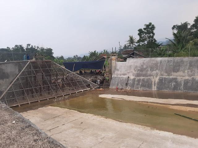Bendungan PLTM Di Desa Cibanteng Jebol, Dua Rumah Dan Puluhan Hektar Sawah Rusak