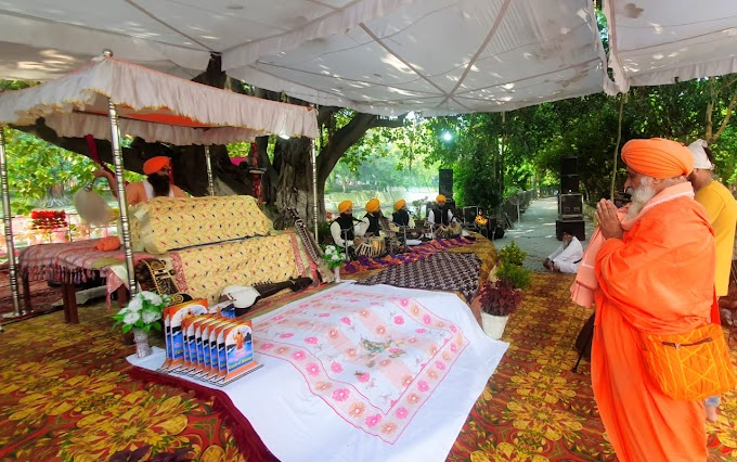 Continuously for 550 minutes shabad kirtan was sung by the Kirtani Jatha