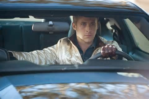 Selanjutnya setelah berhasil menyalip mobil di depan, kengendurkan tekanan pedal gas