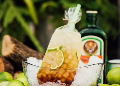 Cocktails en bolsas de plástico