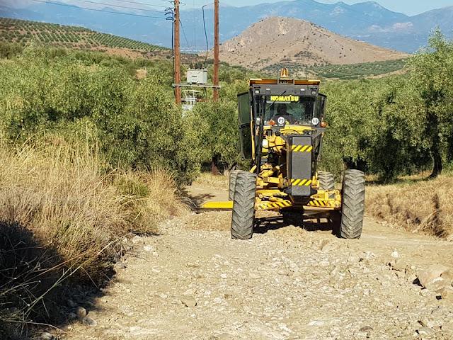 Καθαρισμός αγροτικών δρόμων στη περιοχή του πρώην Δήμου Μιδέας