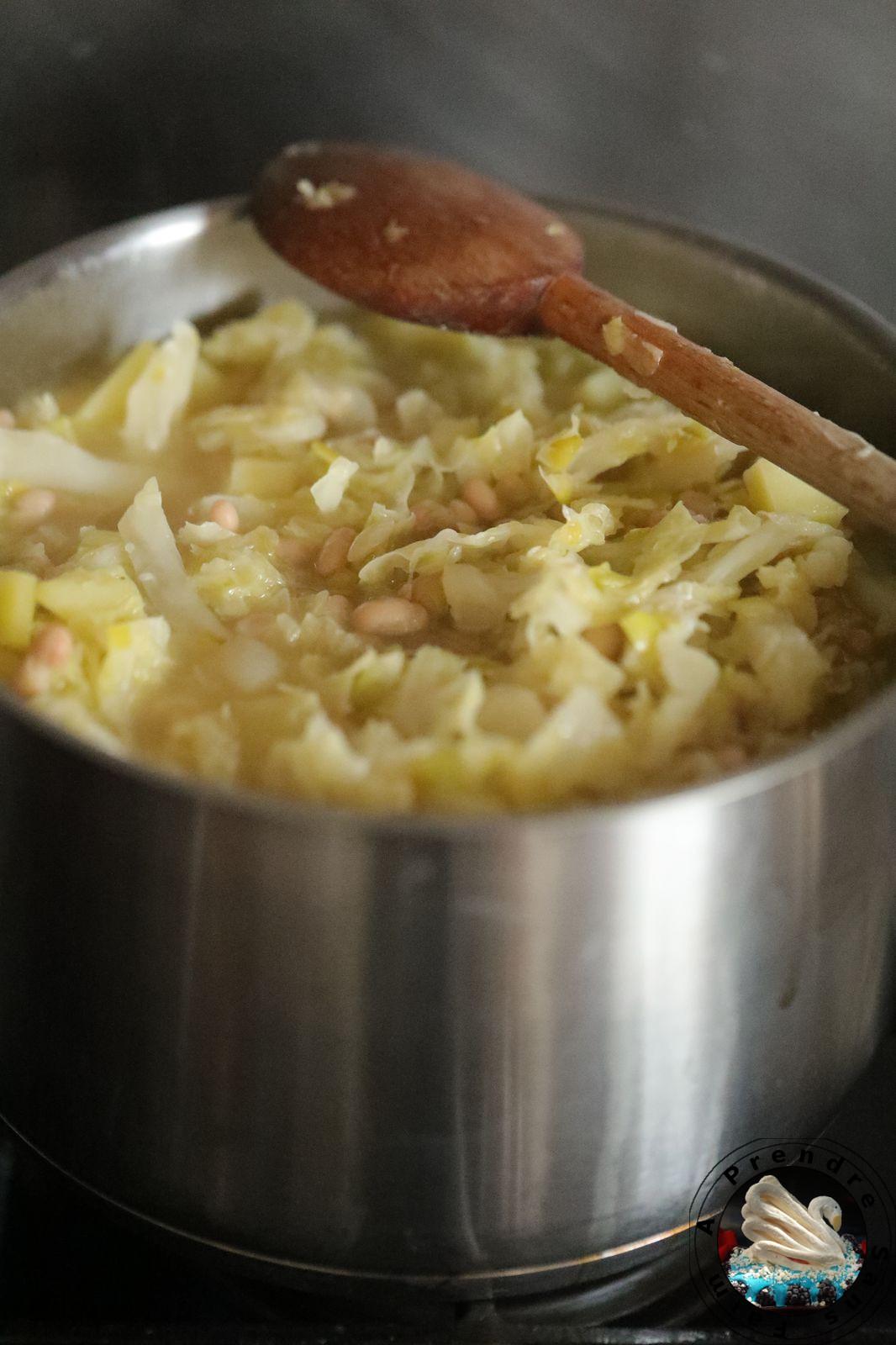 Soupe de choux aux haricots