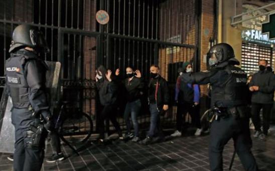 Graves altercados del orden público y cargas policiales para contener a los manifestantes por la libertad de Hasel
