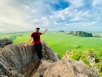 Lawa gila kan view dari atas Bukit Mok Cun nih? Macam lukisan!