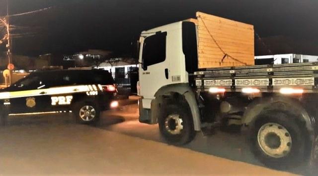 Caminhão roubado em Barreiras é localizado pela PRF na BR-116 em Vitória da Conquista