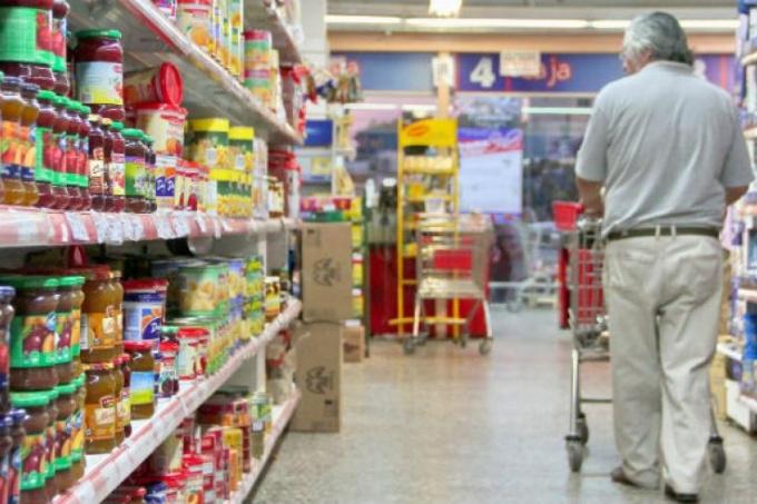 Aumentó un 3,3% la canasta básica en febrero: ahora se necesita más de 17 mil pesos para no ser pobre