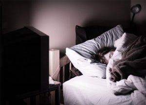 Bahaya Tertidur Saat Nonton TV