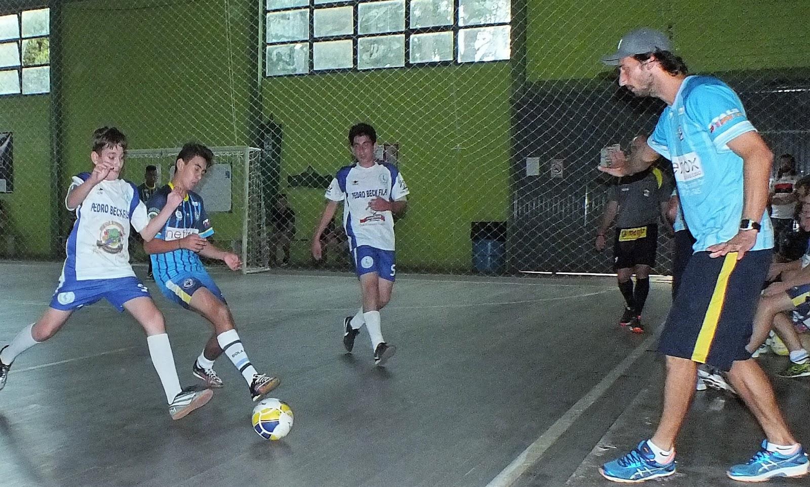 282c2f537 A categoria sub-13 da Escolinha de Futsal Bola Bola estreou com o pé  direito no campeonato Municipal de Futsal sub-15. O time encarou o  Independientes e ...