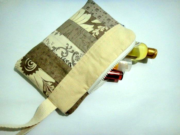 Zippered Cosmetic Pouch Pattern & Tutorial