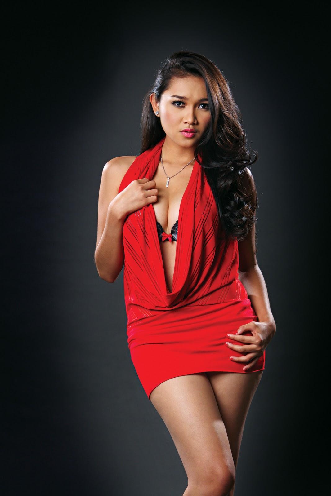 foto paha mulus cewek cewek igo artis cantik Rini Septyarini dengan Gaun Merah Pendek indonesia