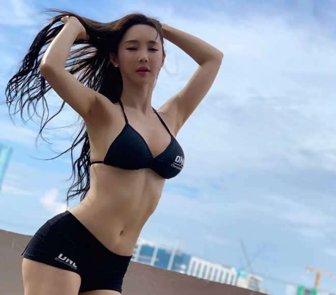 DJ Hàn Quốc nổi tiếng với thân hình đồng hồ cát
