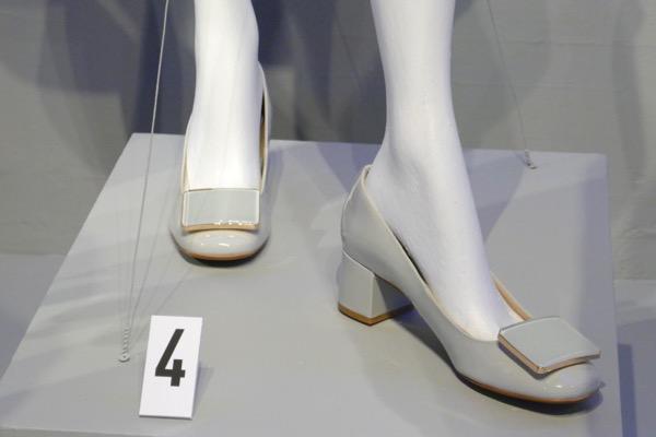 Outlander season 3 Claire shoes