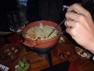 Foundie de queijo do jantar no passeio ao El Refugio Arelauquen - Bariloche