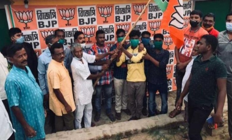 This time 25 families left Trinamool and join BJP in Gopiballavpur