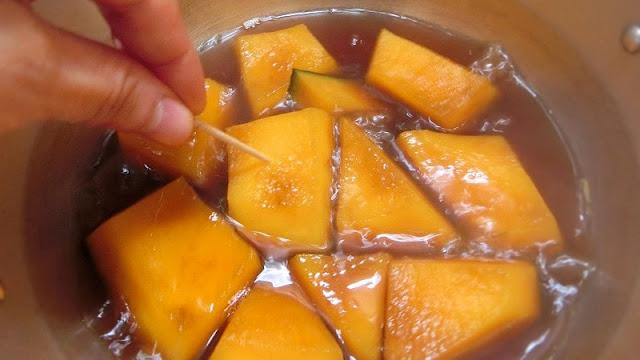 蓋をして15分経過したらかぼちゃの出来上がりなので、汁気を切って器に盛りつける
