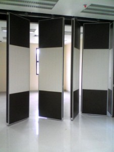 10 Desain Pintu Lipat Minimalis Terbaru Rumah Masa Kini gambar 5