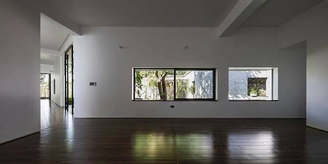 Ngôi nhà tuyệt đẹp, siêu độc đáo 'nuốt' trọn 5 cây gỗ quý ở Nghệ An lên báo Tây 6