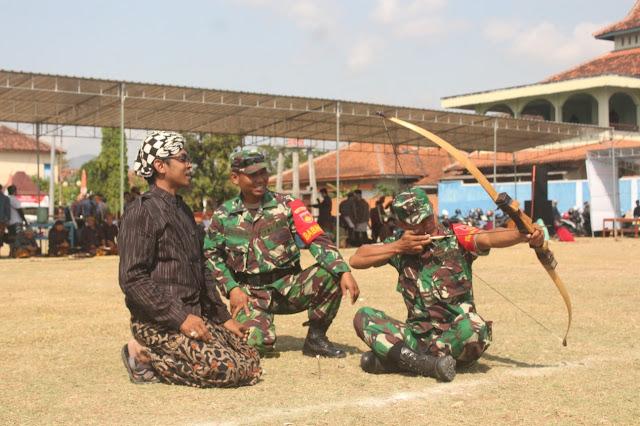 Babinsa Cawas ikuti latihan dan lestarikan budaya Tradisional Jemparingan