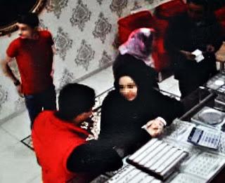 صحيفة تركية : تركي يتعرض للاحتيال على يد شابة سورية تزوجت منه ثم فرت بالذهب و المال و الملابس ! (صور) 11647039