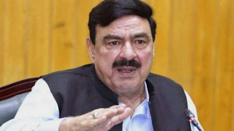 In the case of Nawaz Sharif, the government should not approach the Supreme Court. Sheikh Rasheed