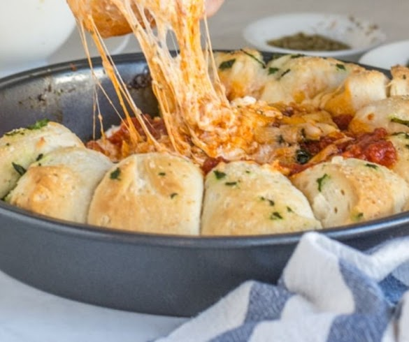 CHEESY BAKED PIZZA DIP APPETIZER