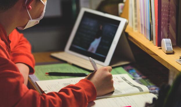 На Обухівщині громада виступила проти введення дистанційного навчання для учнів початкової школи