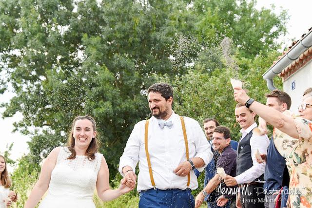 arrivée des mariés, haie d'honneur, lancé de lavande