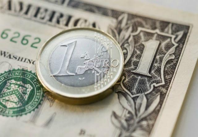 El dólar sube y el euro baja
