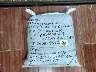 Benih padi yang dibeli   KIRMAN BENGKEL MOTOR Karawang, Jabar.  (Setelah packing karung).