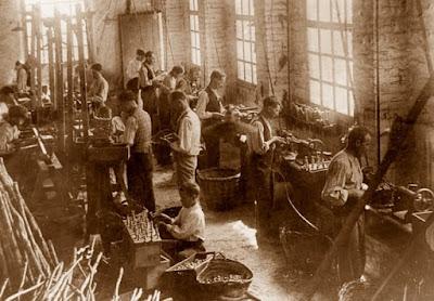 Torneros trabajando, años 30