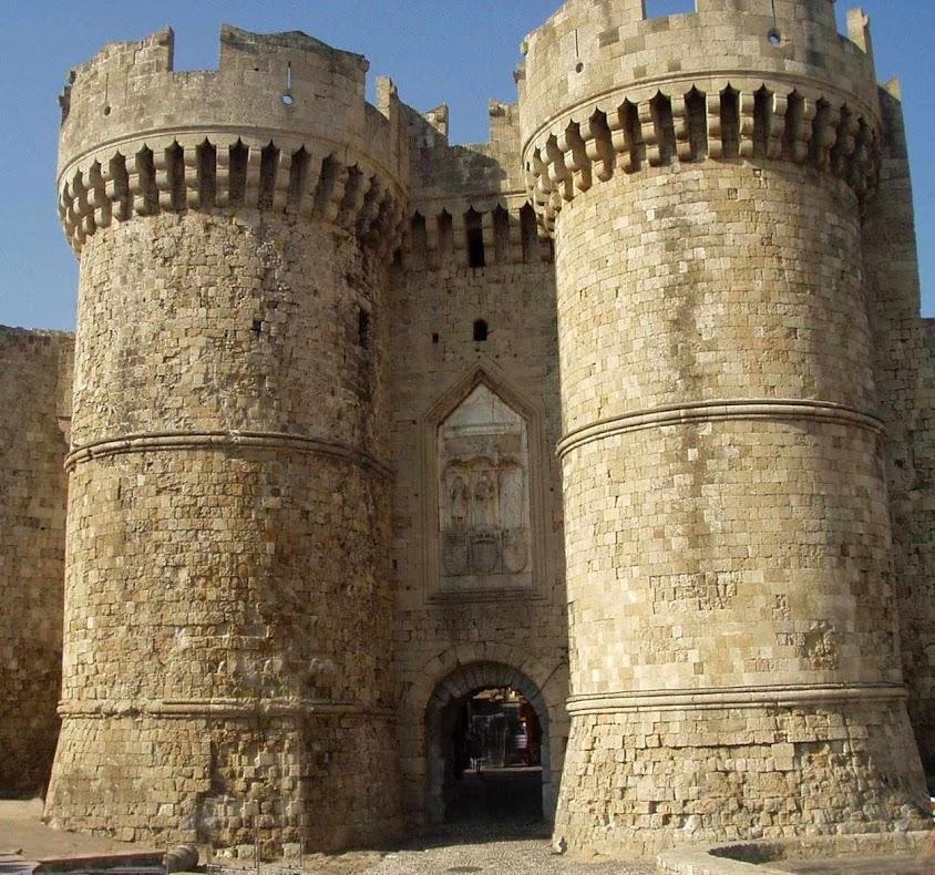 Porta de entrada da fortaleza hospitalária de Rhodes