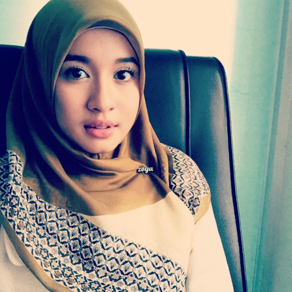 Untukmu Yang Masih Setia Dengan Model Hijab Segiempat Sederhana