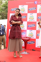 Kajol Looks super cute at the Launch of a New product McVites on 1st April 2017 20.JPG