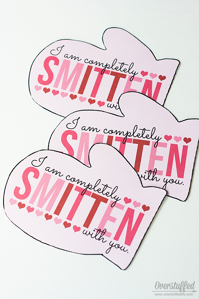 Give your valentine a pair of mittens this Valentine's Day with this sweet printable: I'm completely SMITTEN with you! #overstuffedlife