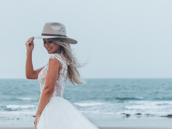 ➳ PASTELS AND FLORALS | STYLED BRIDAL INSPIRATION SHOOT {TANNUM SANDS}