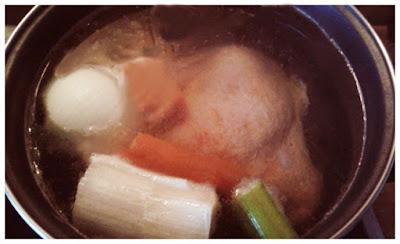 caldo de pollo casero