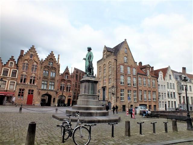 plazas bonitas que ver en Brujas Belgica