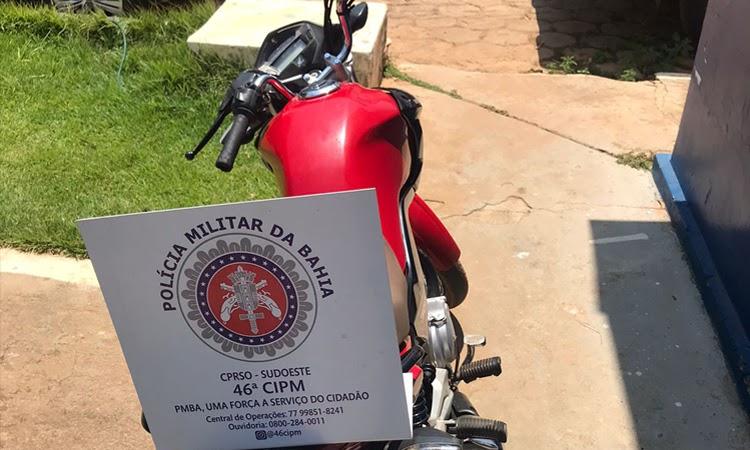 PM apreende motocicleta com registro de furto/roubo em Livramento