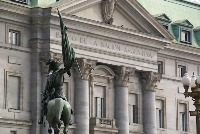 A taxa básica de juros passou da noite para o dia de 33,25 por cento para 40 por cento, mais um passo na luta contra uma desvalorização na moeda do país.